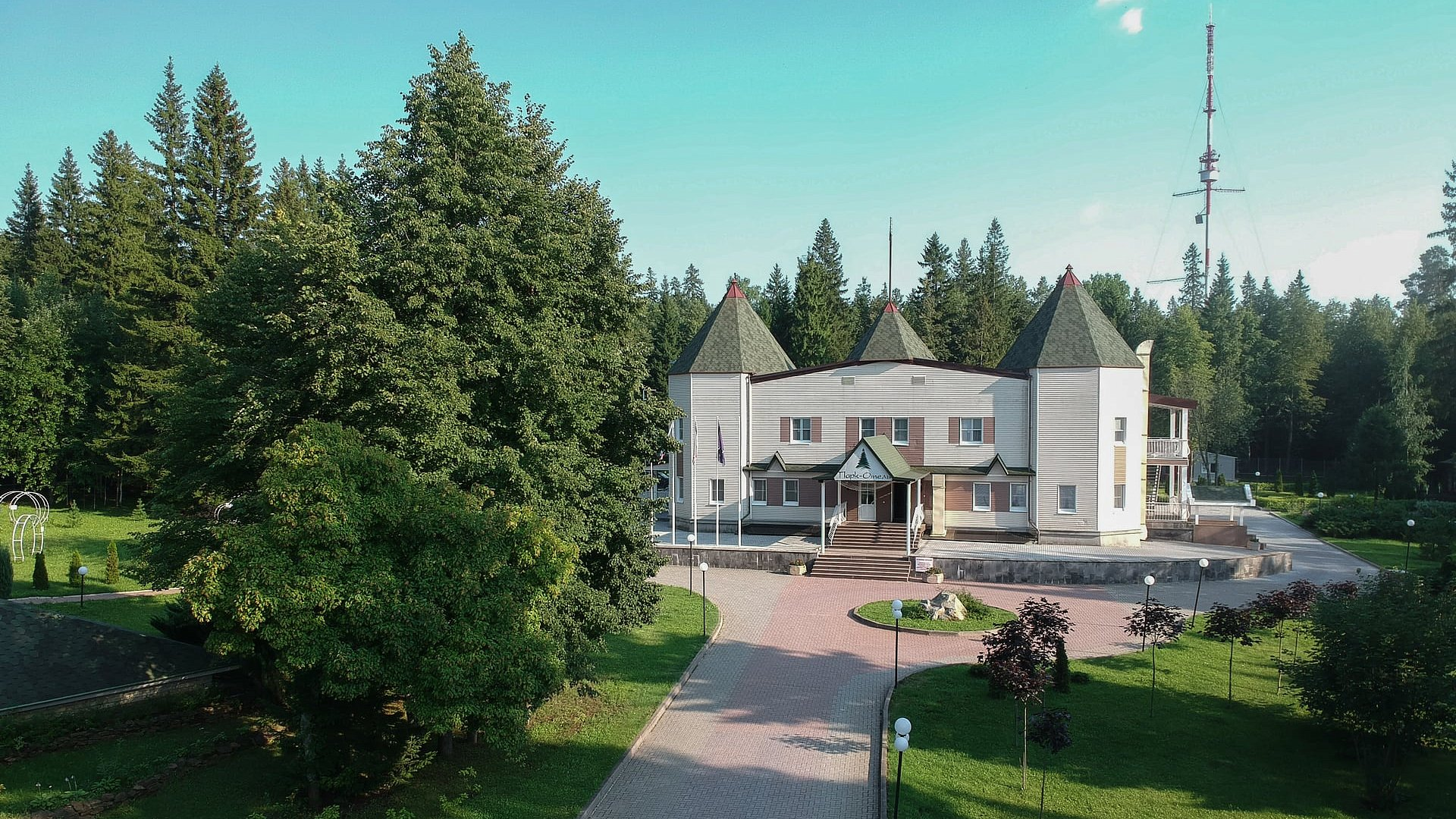 Hotel with its own park, 15 minutes from the center of Izhevsk